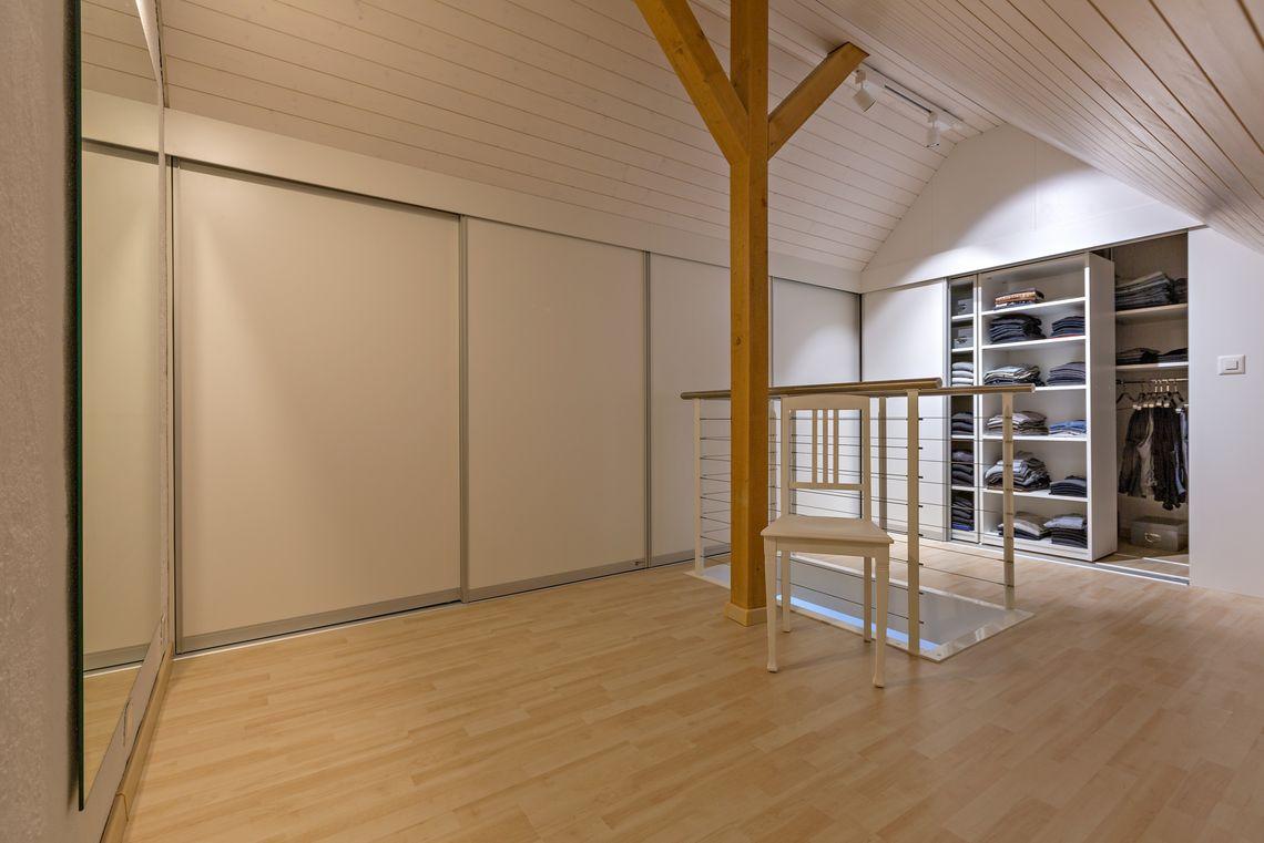 dachschr genschrank nach mass gefertigt auf zu. Black Bedroom Furniture Sets. Home Design Ideas