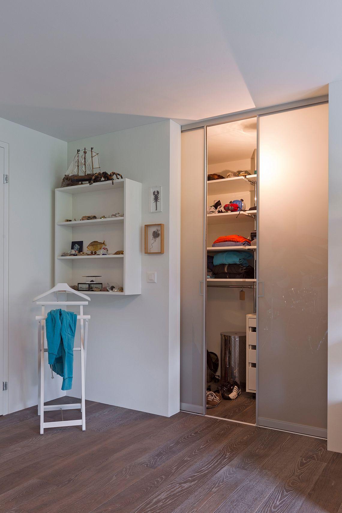 Begehbarer Kleiderschrank Im Jugendzimmer Auf Zu