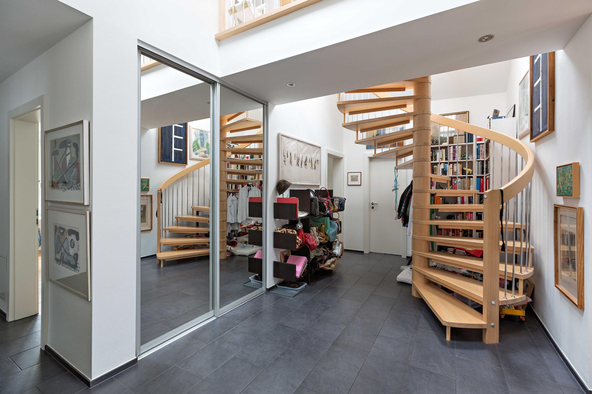 nischenverbau in spiegel in der diele auf zu. Black Bedroom Furniture Sets. Home Design Ideas