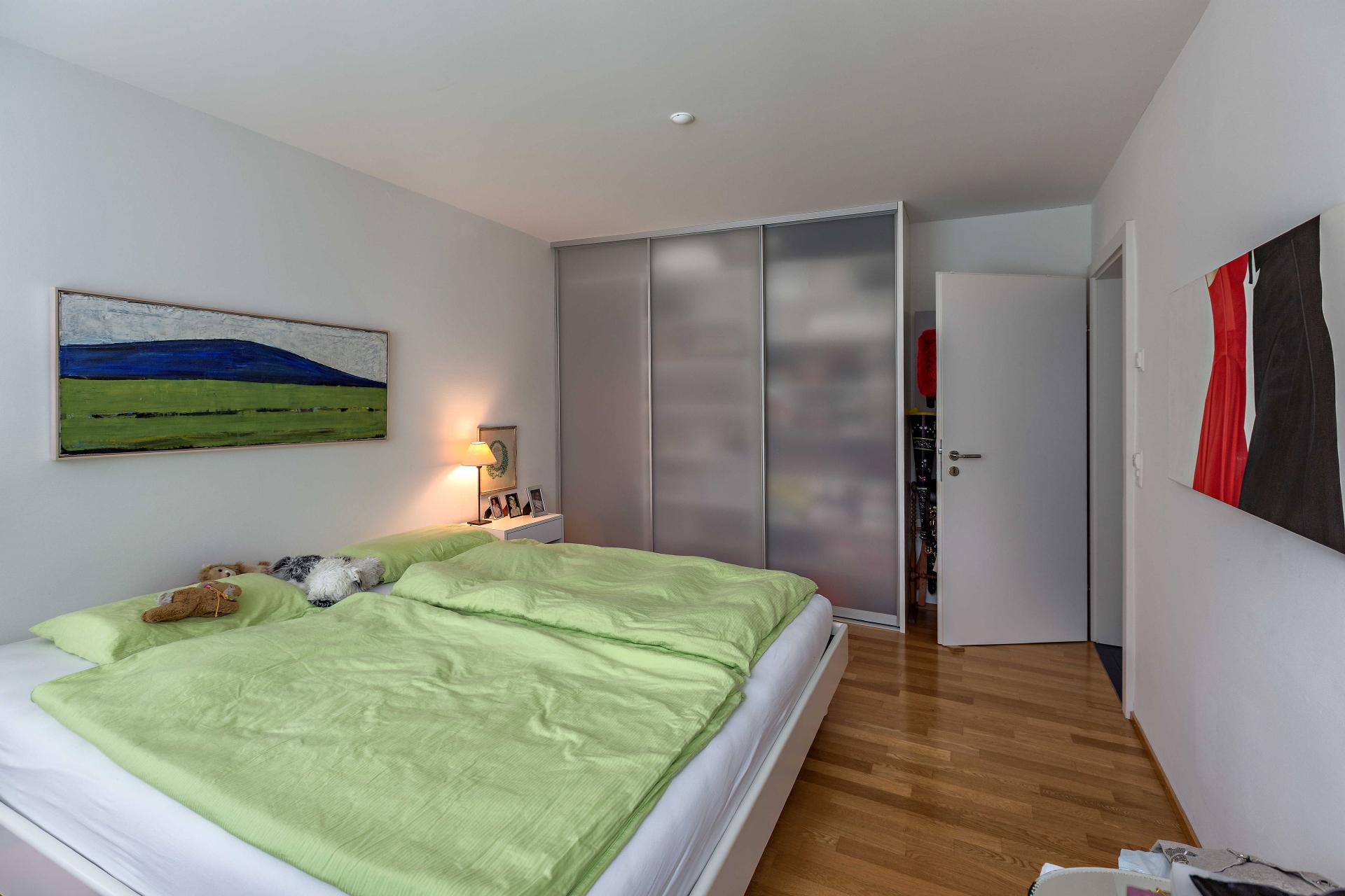 Schlafzimmerschrank mit Schiebetüren in transparentem Glas | AUF&ZU