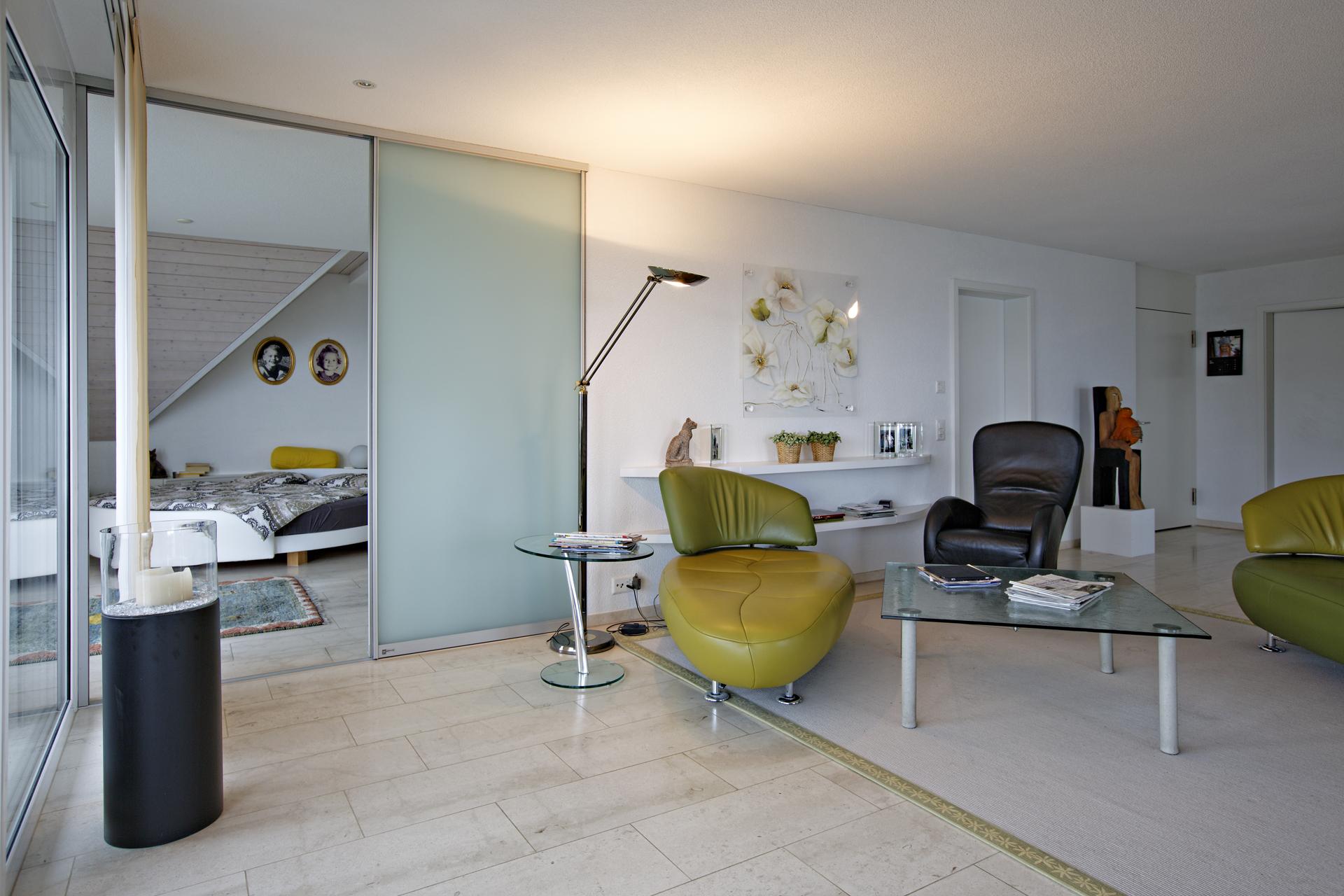 Raumteiler als Schiebetüren in Glas über die ganze Zimmerbreite | AUF&ZU