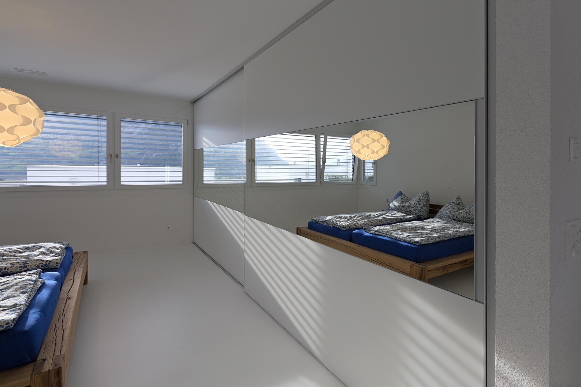 pin begehbarer schlafzimmerschrank mit schiebet ren on pinterest. Black Bedroom Furniture Sets. Home Design Ideas