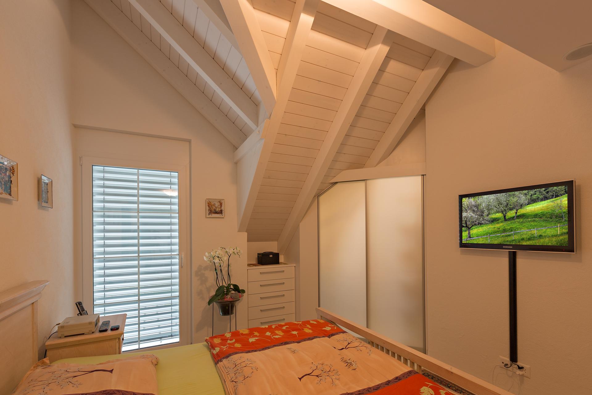 Anspruchsvoll Ankleidezimmer Dachschräge Foto Von Begehbare Ankleide Im Schopf - Mit Abgeschrägtem