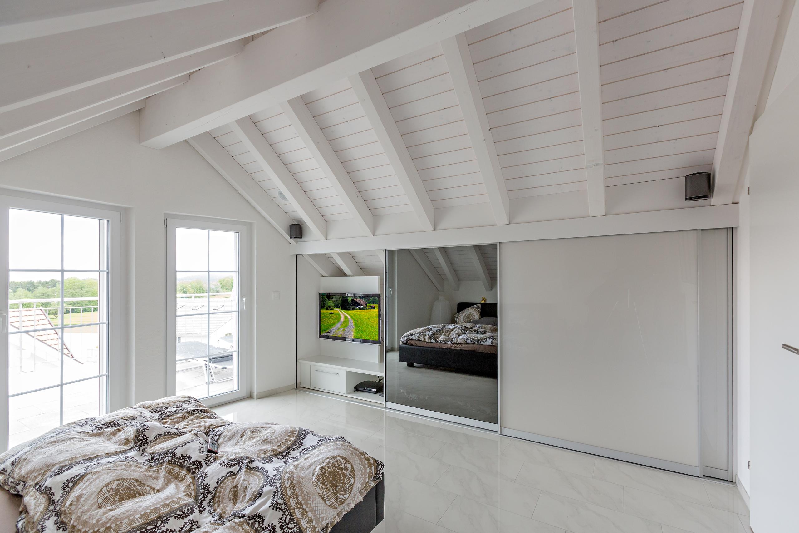 Einbauschränke Dachschräge schrank in der dachschräge nach mass dachschrägenschrank für kleider