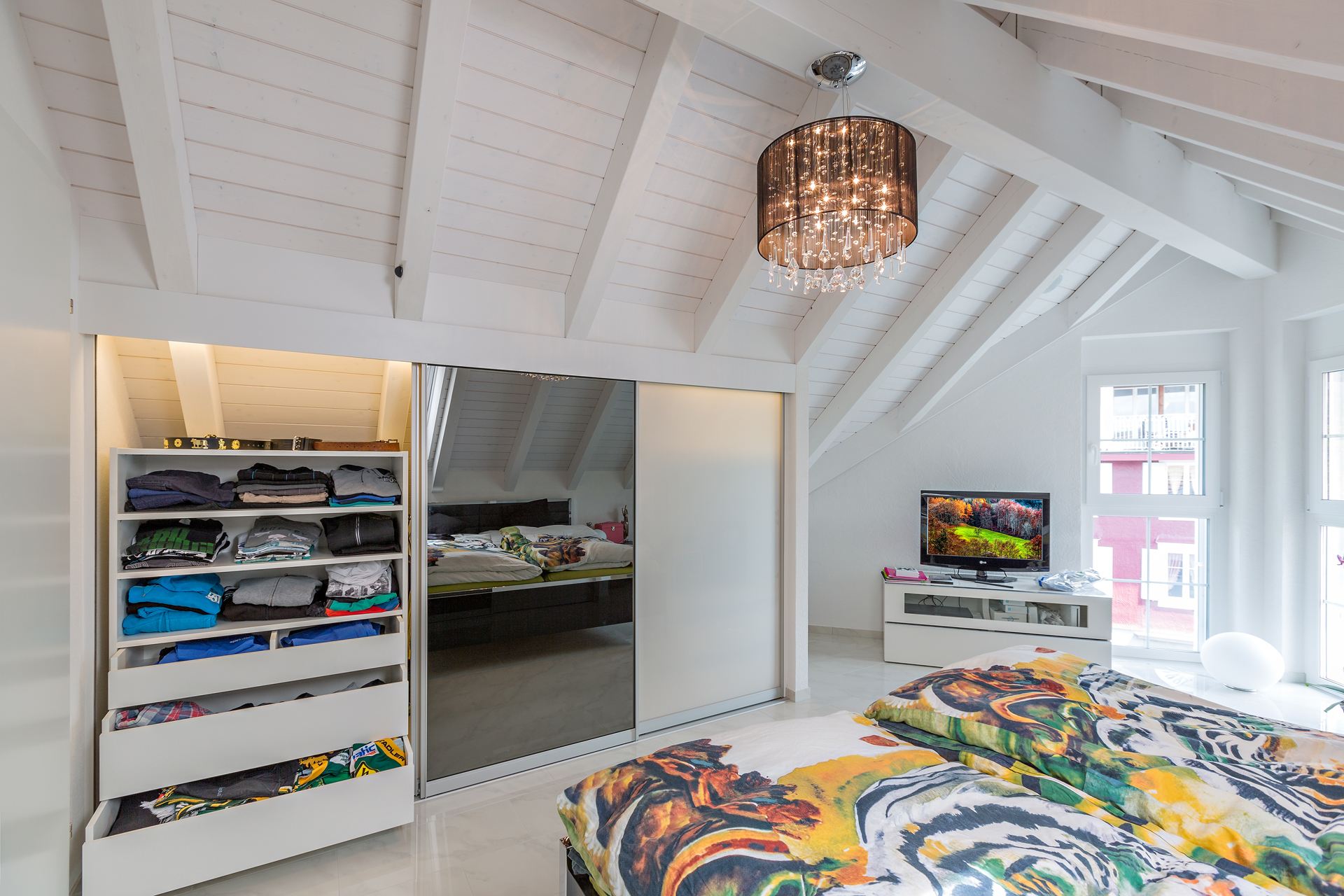 sch ne schrank f r dachschr ge bild erindzain. Black Bedroom Furniture Sets. Home Design Ideas