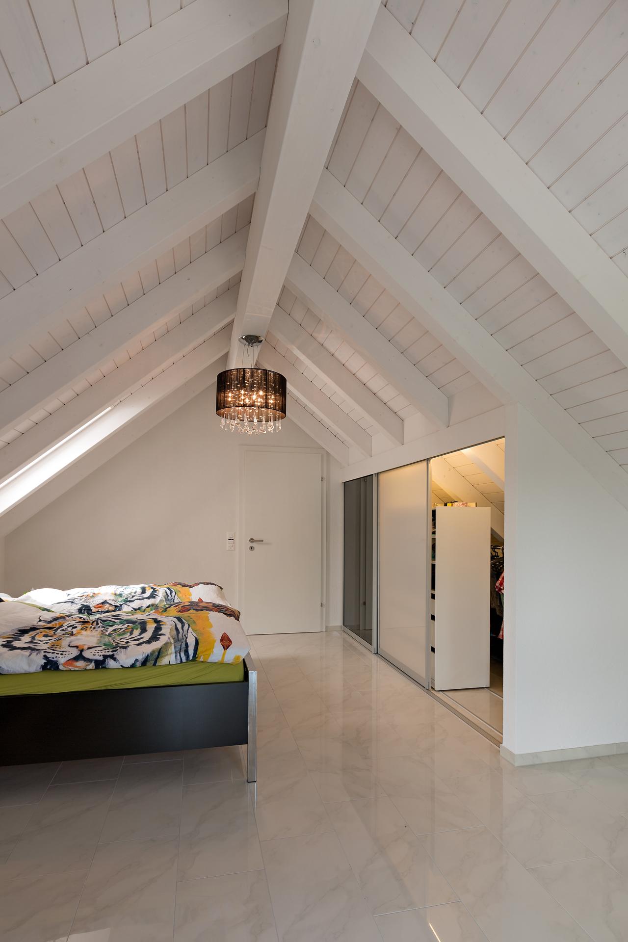 Einbauschränke Dachschräge schrank in der dachschräge nach mass dachschrägenschrank mit
