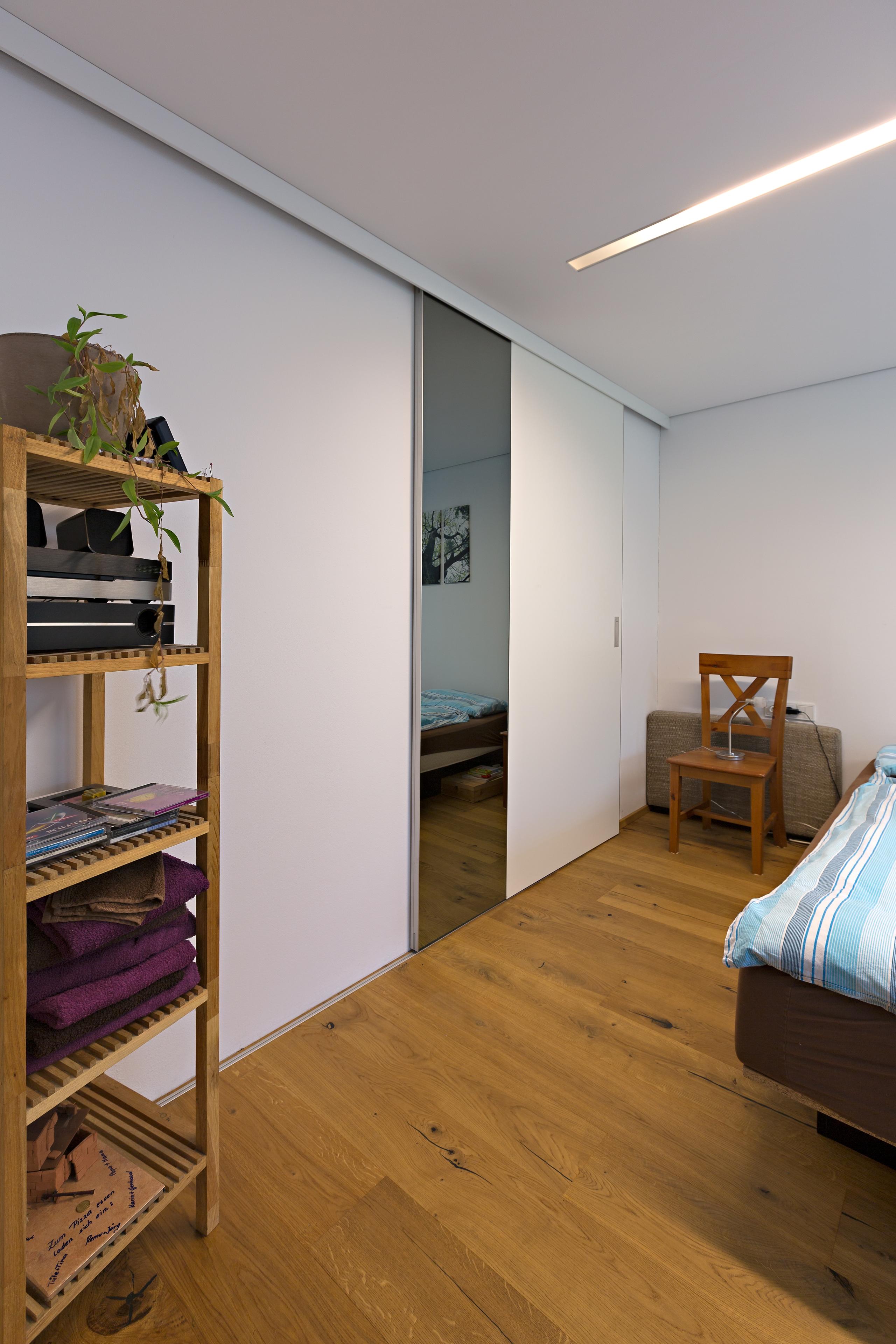 Amüsant Schlafzimmer Mit Ankleidezimmer Das Beste Von Trennwand Aus Schiebetüren In Schleiflack Weiss Und