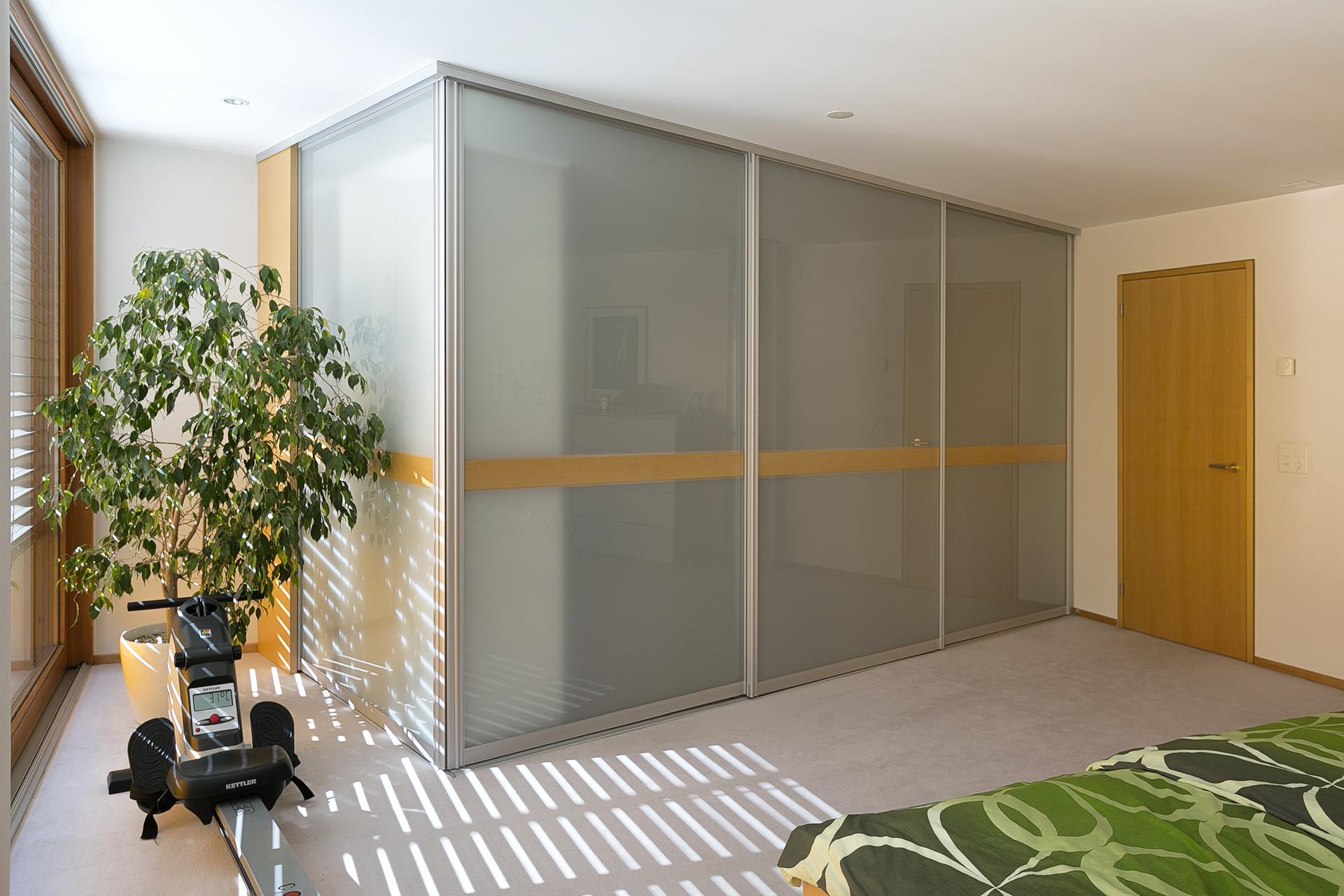 rund eckig auf zu. Black Bedroom Furniture Sets. Home Design Ideas