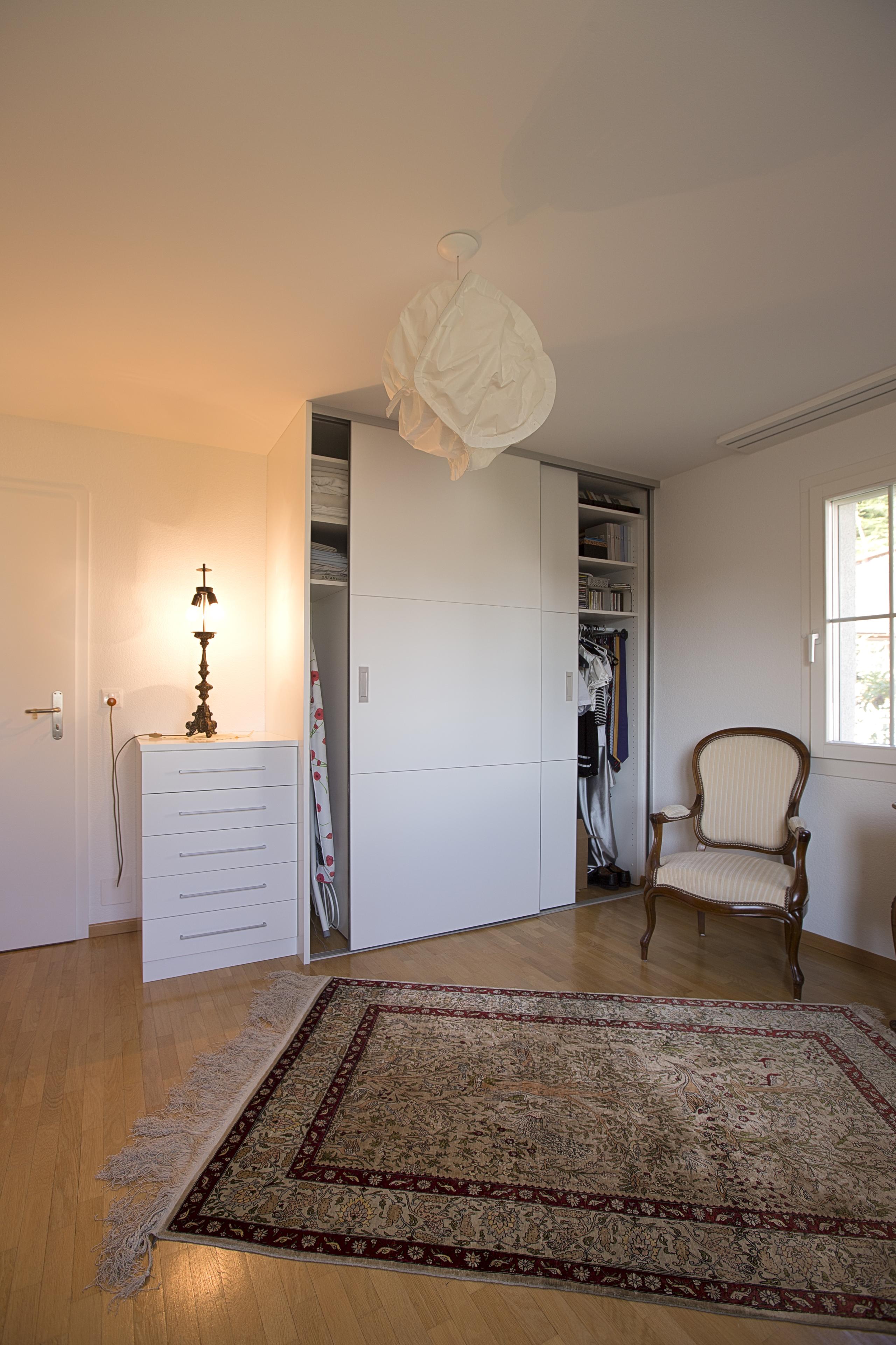 haushaltsschrank im arbeitszimmer auf zu. Black Bedroom Furniture Sets. Home Design Ideas