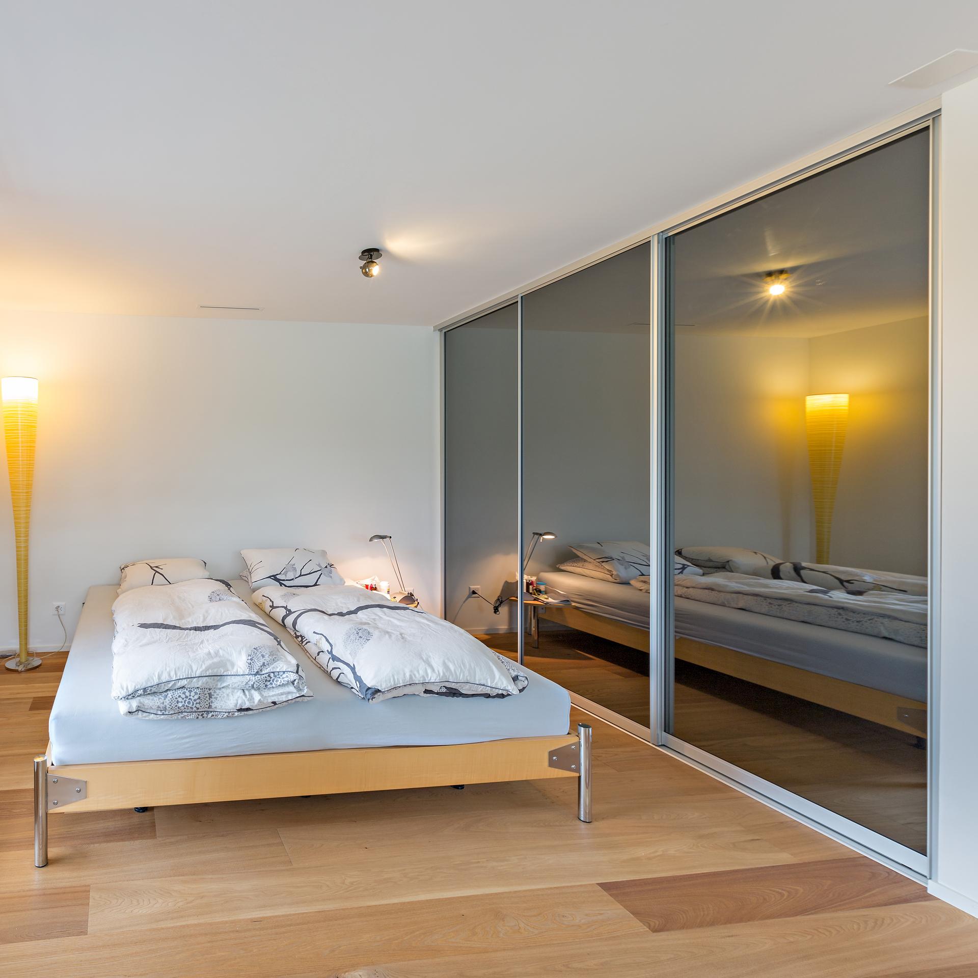 hochwertige schlafzimmer betten schwarz wei gestreifte. Black Bedroom Furniture Sets. Home Design Ideas