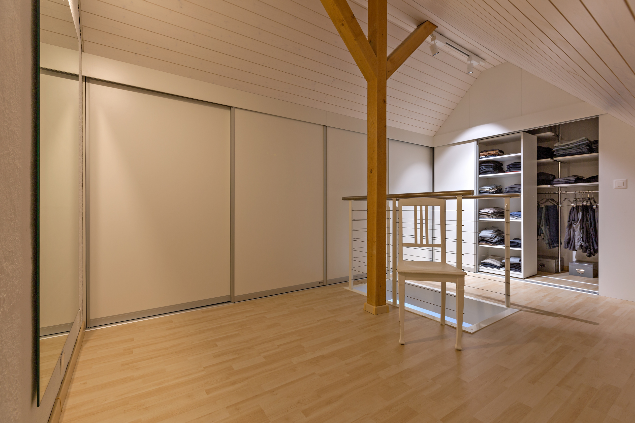 schrank in der dachschr ge nach mass dachschr genschrank hinten abfallend und ber die ecke in. Black Bedroom Furniture Sets. Home Design Ideas